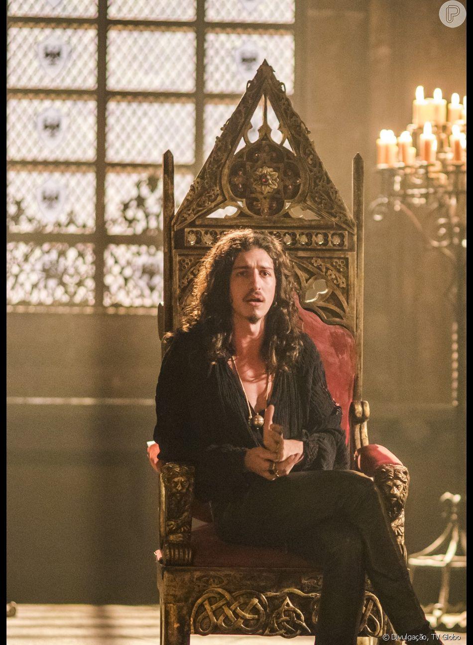 Rodolfo (Johnny Massaro) fica viúvo após se casar com Margô (Cristina Mutarelli) nos próximos capítulos da novela 'Deus Salve o Rei'