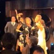 Angélica e Xuxa cantam juntas em boda de casamento de dermatologista. Vídeo!