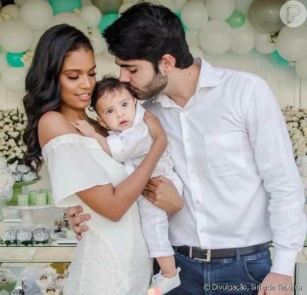 Aline Dias e Rafael Cupello batizaram o filho, Bernardo, no último domingo, 17 de junho de 2018