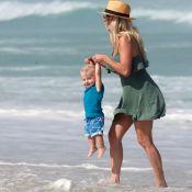 Fofura à beira-mar! Karina Bacchi e o filho, Enrico, brincam em praia. Fotos!