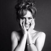 Patrícia Pillar, aos 50 anos, posa sem blusa e sorridente em ensaio fotográfico