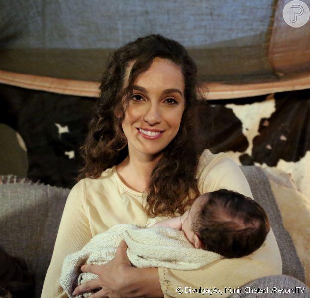 Lia (Bruna Pazinato) dá à luz seus sete filhos, com o passar dos anos, a partir do capítulo de segunda-feira, 2 de julho de 2018 da série 'Lia'
