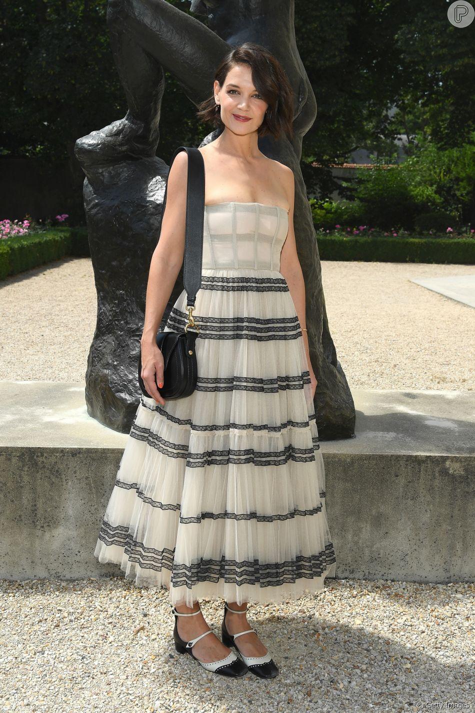 A atriz Katie Holmes compareceu ao desfile da Christian Dior Alta-Costura inverno 2018/2019