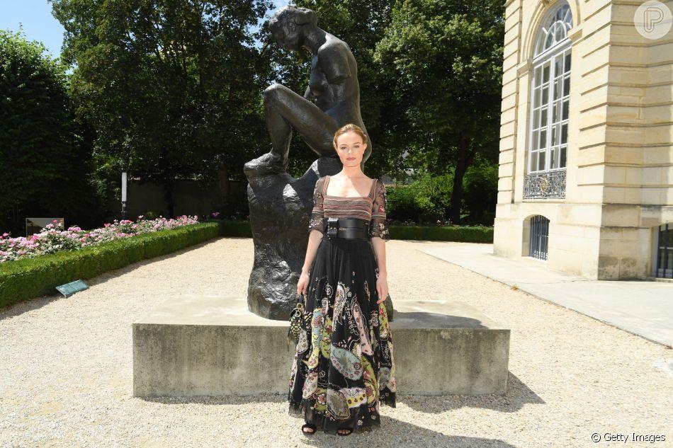 O look completo da atriz Kate Bosworth para prestigiar o desfile da Dior na Semana de Moda em Paris