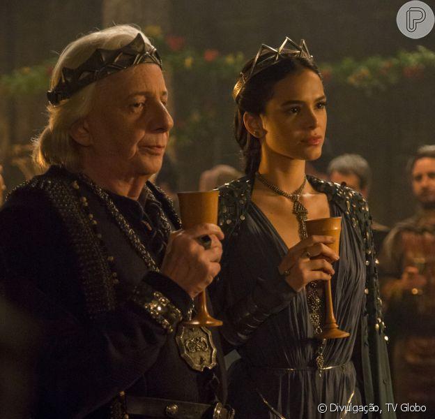 Na novela 'Deus Salve o Rei', Augusto (Marco Nanini) revelará para Catarina (Bruna Marquezine) que ela não é sua filha no capítulo que vai ao ar dia 21