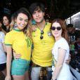 Fábio Scalon e namorada, Talita Younan, assistiram jogo do Brasil no restaurante Coco Mambo no Recreio, Zona Oeste do Rio