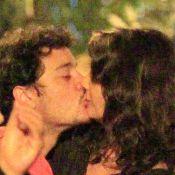 Helena Ranaldi beija o namorado, Allan Souza, em restaurante no Rio