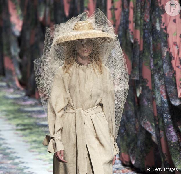 Semana de Moda de Madri termina nesta quarta-feira (11 de julho de 2018) e traz o cáqui como tendência, na passarela da Alianto