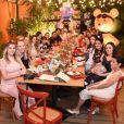 Andressa Suita reuniu amigos e familiares em um restaurante em Goiânia para o chá de bebê
