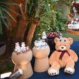 Ursinhos de várias cores estavam presentes na decoração e no bolo do chá de bebê de Gabriel