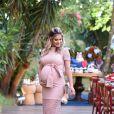 Andressa Suita escolheu um vestido longo rosa millenial para o evento