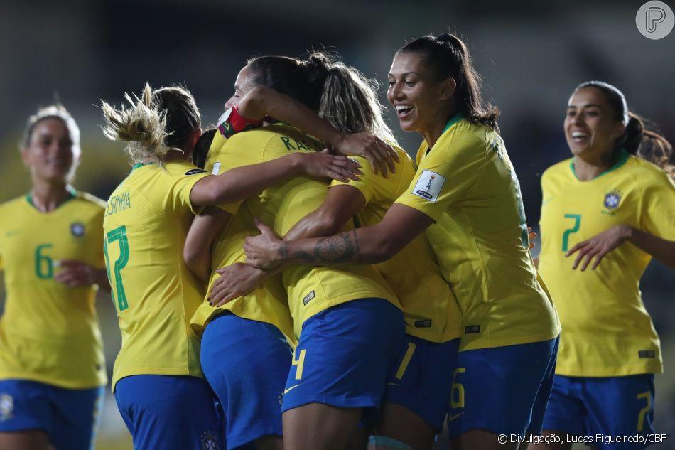 746d581f46 Conheça 7 jogadoras da seleção brasileira e se inspire no Dia Nacional do  Futebol