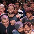 Ricky Tavares ao lado do elenco da novela 'Jesus'. Ator vai viver Judas Tadeu e usar em cena uma lente para parecer cego: 'Vejo as pessoas como um borrão na minha frente, vejo vultos somente'