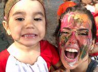 Deborah Secco tem o rosto pintado pela filha, Maria Flor: 'Salvou minha segunda'