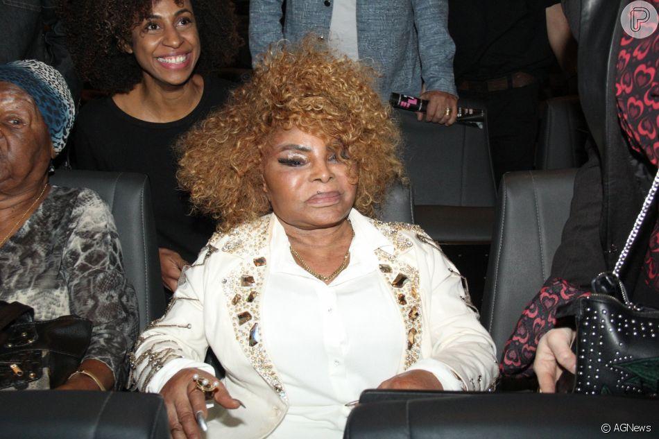 Elza Soares aprova musical sobre sua carreira, em conversa com o Purepeople: 'Me esbaldei, chorei'