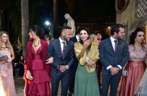 Sem Marquezine, Neymar encontra filho, Carol Dantas e namorado dela em casamento