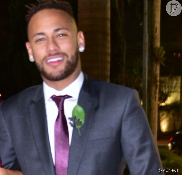 Sem Marquezine, Neymar encontra filho, Carol Dantas e namorado dela em casamento de amigos nesta quinta-feira, dia 26 de julho de 2018
