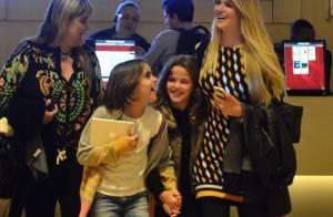 Susana Werner vai com amiga e com a filha Giulia a cinema em shopping do Rio