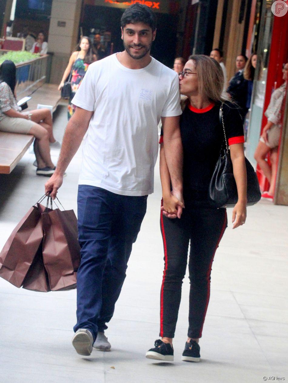 Anitta reprovou uma pegadinha do marido, Thiago Magalhães, durante uma viagem ao Chile. Veja a seguir!