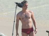 Wagner Moura grava novo filme e exibe corpo sarado em praia do Rio. Fotos!