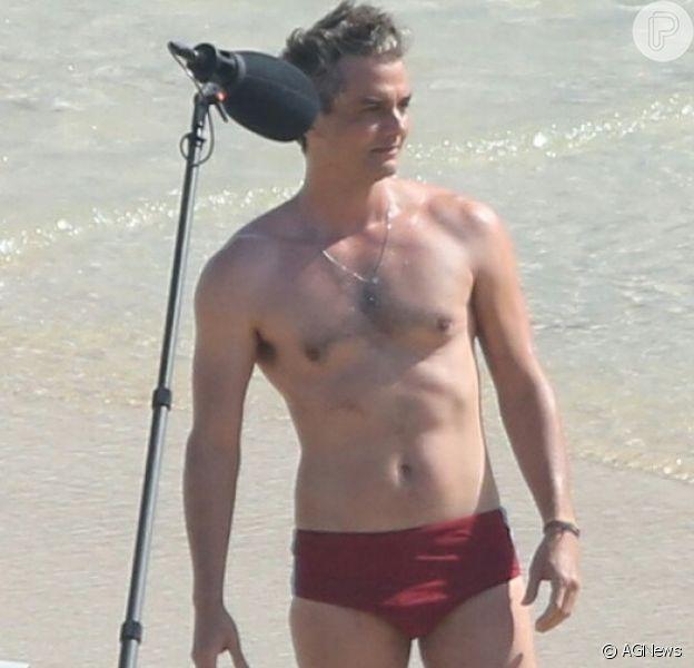 Wagner Moura exibiu corpo sarado ao gravar o filme 'Sérgio' no Arpoador, na zona sul do Rio de Janeiro, nesta terça-feira, 31 de julho de 2018