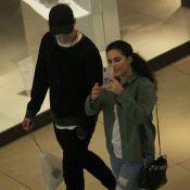 Lívian Aragão brinca com fotógrafo durante passeio com namorado, José Marcos