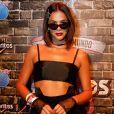 Bruna Marquezine  optou por um visual mais dark em seu segundo dia de Rock In Rio. 'Jovens bruxas', definiu a beauty artist Carla Biriba