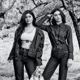 A #MYCALVINS tem como conceito a família como centro, na foto as irmãs Kylie e Kendall Jenner