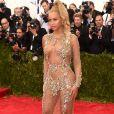 No MET Gala de 2015, Beyoncé surgiu com um vestido transparente da grife Givenchy e assinado por  Riccardo Tisci