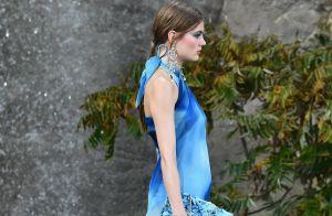 Retorno triunfal: o tie dye volta à moda colorindo looks mais sofisticados