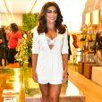 Juliana Paes deixou lingerie da marca Triumph à mostra