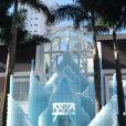 A entrada do 'castelo' de Frozen foi ornamentada com 15 metros de balões azuis