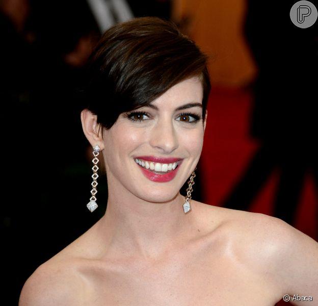 Anne Hathaway vai retornar para a sequência de 'Alice no País das Maravilhas 2' (4 de agosto de 2014)