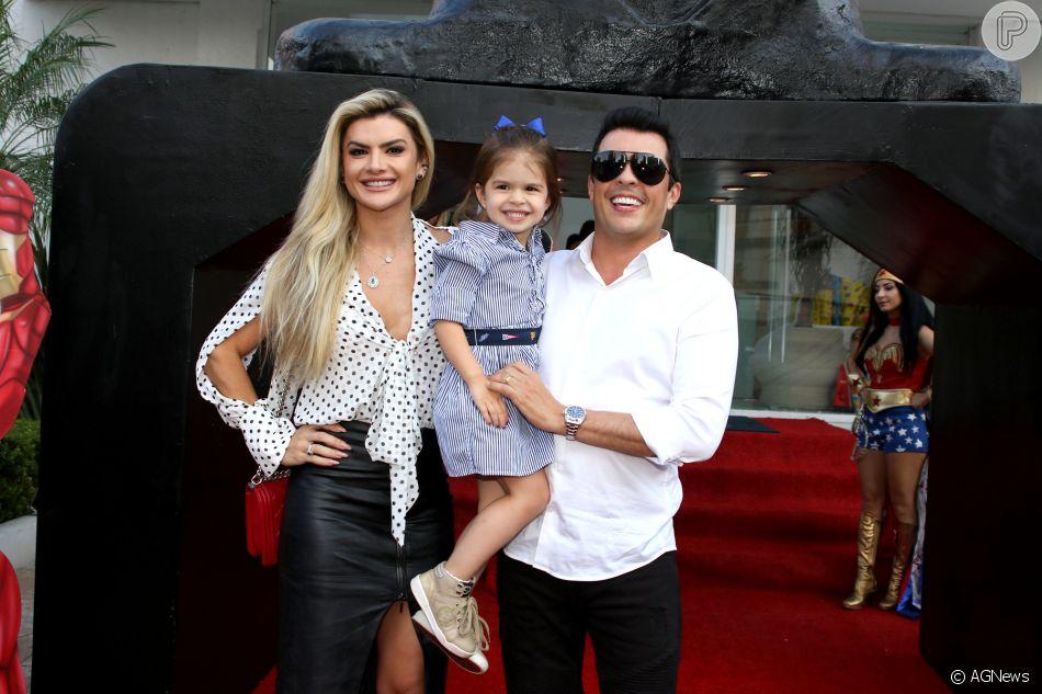 af3297db58 Mãe e filha cheias de estilo! Mirella Santos combina look com Valentina.  Foto!