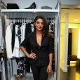 Juliana Paes é outra adepta do look terno + lingerie