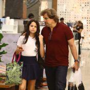 Edson Celulari faz compras com a filha, Sophia, em shopping do Rio de Janeiro