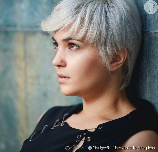 A nova tendência para o cabelo é o granny hair, que explora uma coloração acinzentada