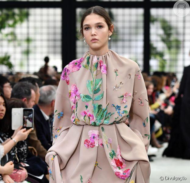 Estampas florais para a primavera, o óbvio mais adorável da moda! Na passarela da Valentino, floral 3D com um pegada superromântica