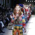 Compre na liquidação e use na próxima estação: as listras coloridas na passarela da Gucci
