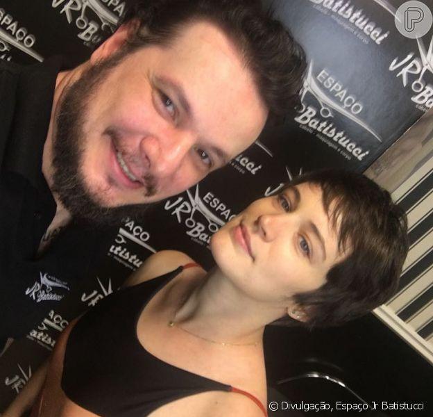 Bianca Bin aderiu ao cabelo joãozinho com corte feito pelo hairstylist Jr Batistucci, nesta sexta-feira, 24 de agosto de 2018