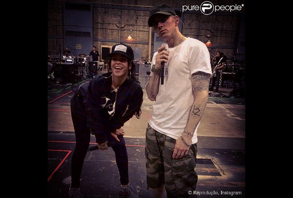 Rihanna ensaia com eminem para a estreia da the monster tour juntos rihanna e eminem saem juntos com a turn the monster tour 6 de agosto de stopboris Image collections