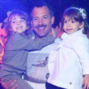 Malvino Salvador se diverte com filhas Ayra e Kyara em exposição no Rio. Fotos!