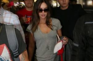 Megan Fox chega a São Paulo com o marido, Brian Austin Green e o filho, Noah