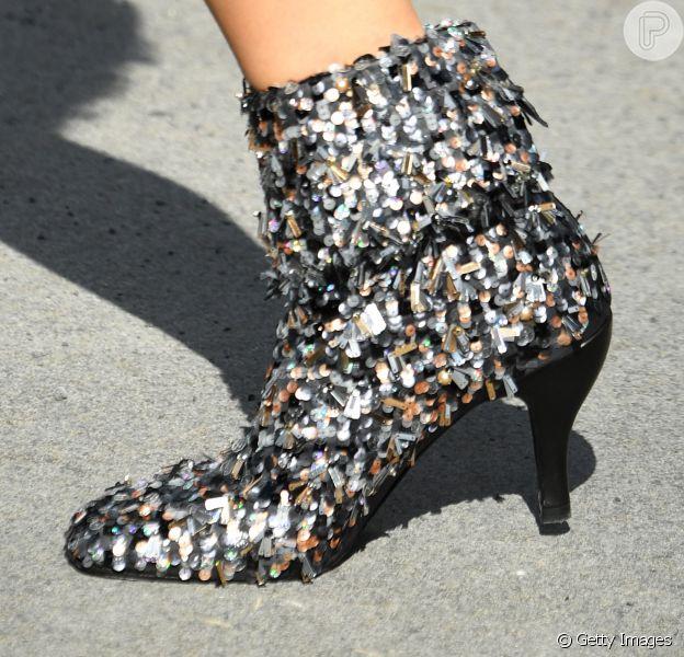 As botas que vão estar em alta no próximo inverno: A Chanel apostou em um modelo todo bordado no desfile de alta-costura