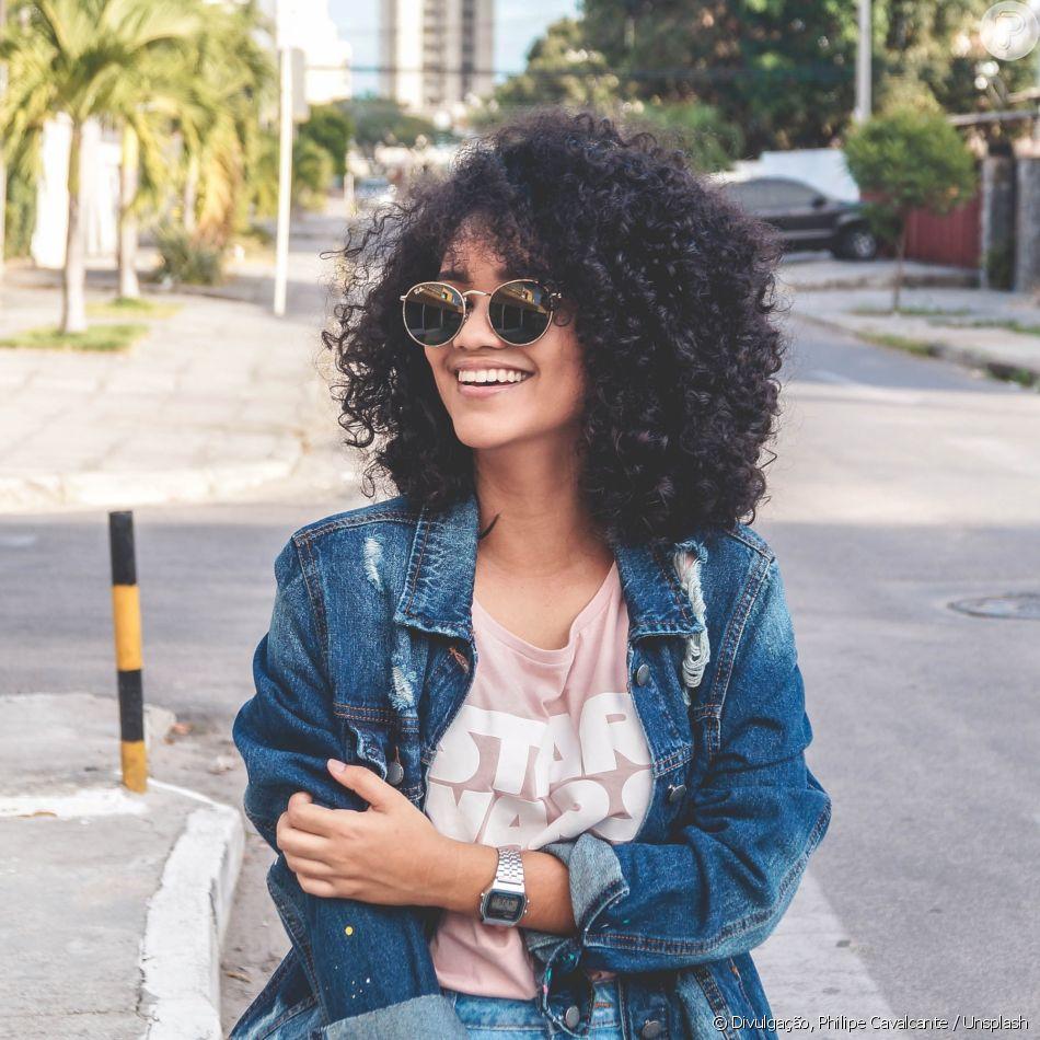Pensando em começar a transição capilar? Confira 5 motivos que te farão iniciar o processo de volta ao cabelo cacheado!
