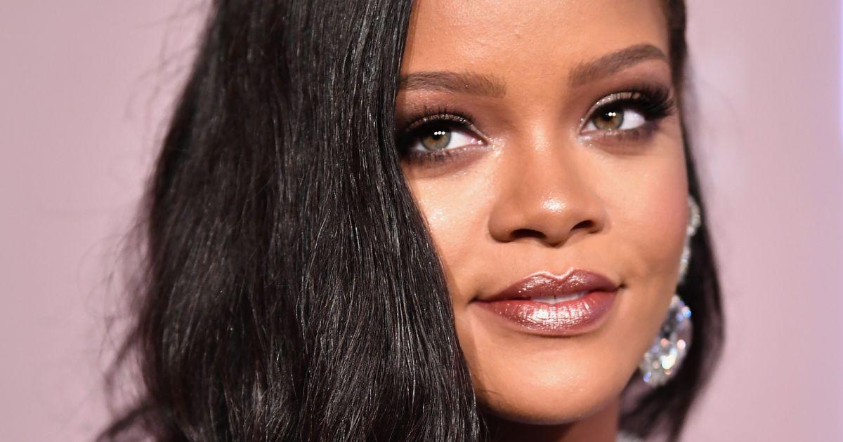 e435f0e0824 Rihanna apostou em penteado polido com ondas definidas - Purepeople