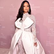 Jumpsuit de renda e laço gigante: Rihanna brilha no Diamond Ball 2018. Fotos!