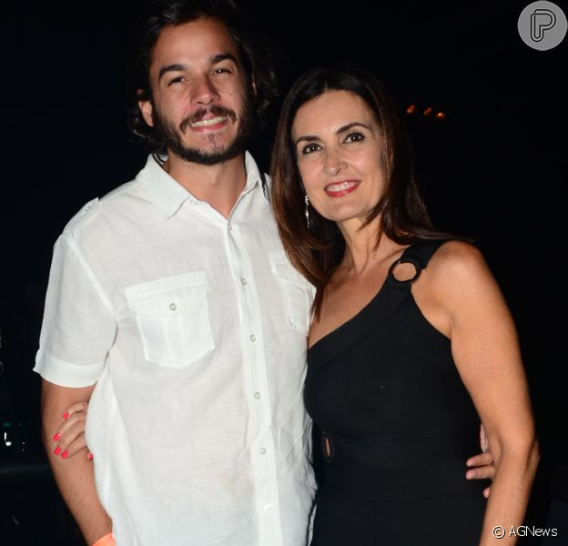 Fátima Bernardes trocou beijo com o namorado, Túlio Gadêlha, em sua festa de aniversário surpresa. Veja abaixo!
