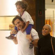 Igor Rickli e Aline Wirley se divertem com o filho, Antonio, em shopping. Fotos!