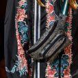 Mais esportiva, Anna Sui usou acabamento bem despojado para peça feita em tecido nobre